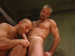 Bear guy throats mature prisoner